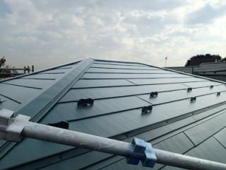 横暖ルーフでカバーされた屋根