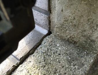 亀裂が発生した外壁