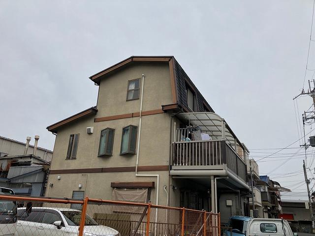 八尾市で屋根外壁塗装工事波板撤去後足場組立