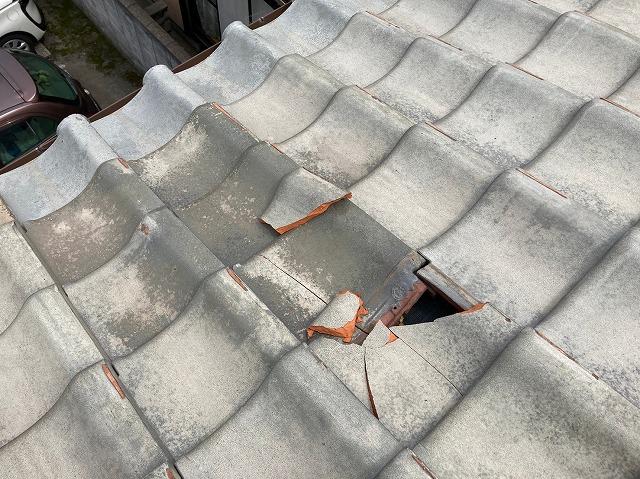 八尾市で屋根修繕漆喰つめ直しと割れた瓦の差し替え