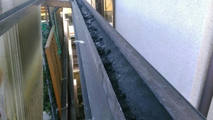 柏原市で波板撤去後の樋清掃