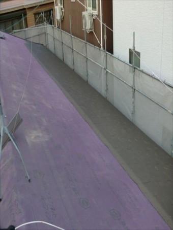 八尾市屋根工事 コロニアル施工中