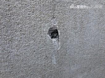 八尾市 外壁に穴