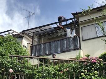 屋根上に上り作業