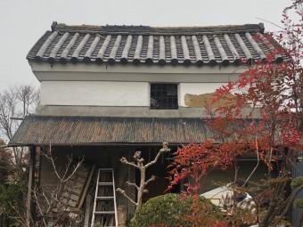 蔵の屋根瓦ズレ
