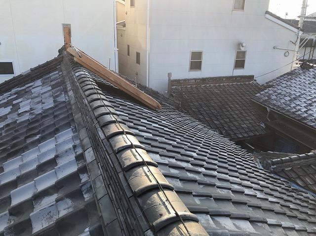 屋根瓦めくれ