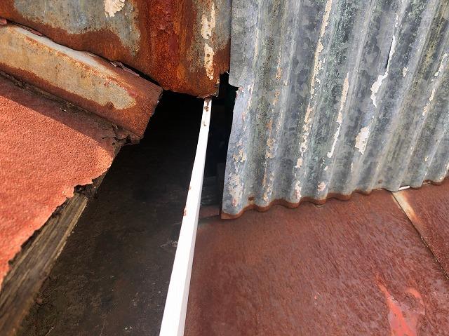 樋の横に隙間