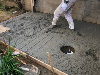 コンクリートで土台作り