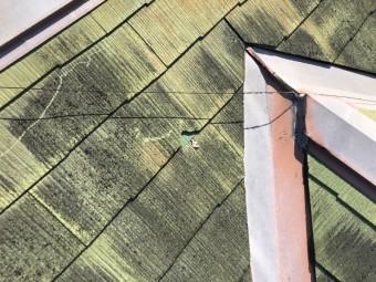 屋根が割れている