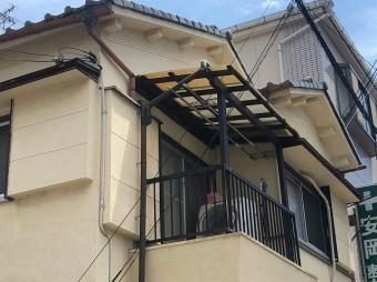 木地のベランダ屋根