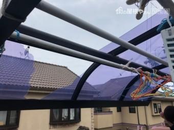 テラスの屋根が割れた