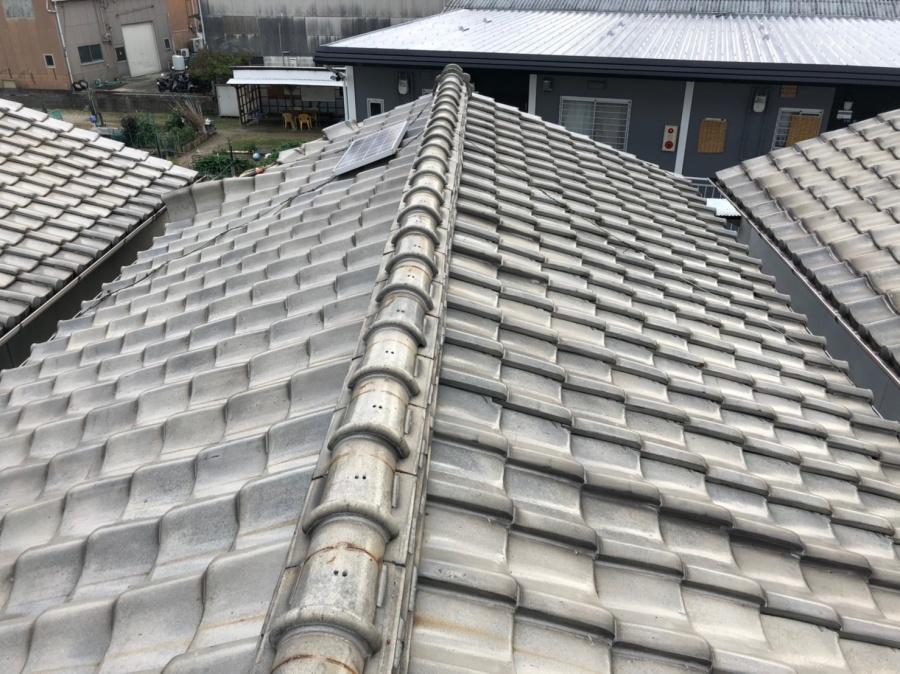 屋根がめくれている