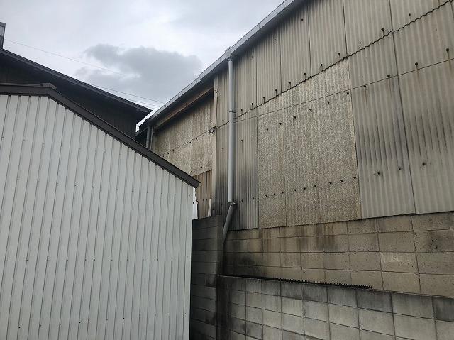 スレートの壁
