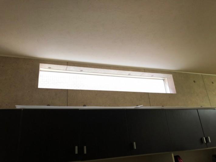 窓枠から雨水が侵入室内側