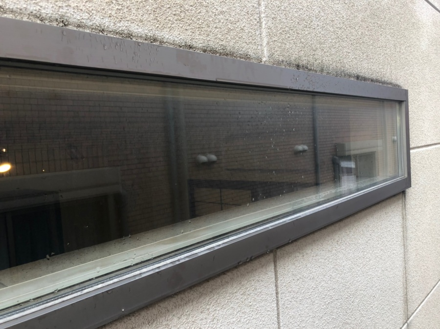 窓枠から雨漏れ