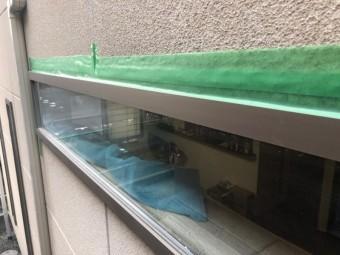 窓枠から雨漏れ応急処置