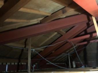 鉄骨造りの天井裏