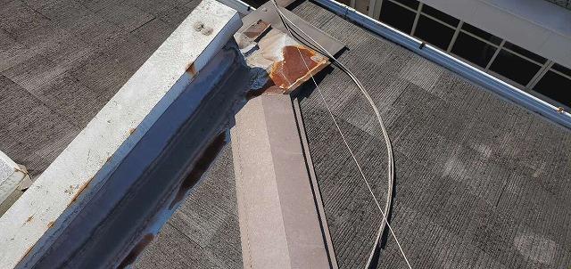 屋根の谷板金