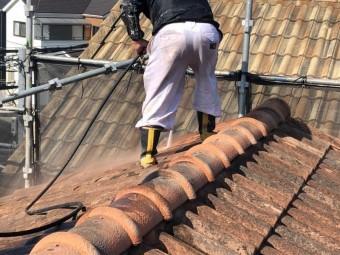 屋根から洗浄開始