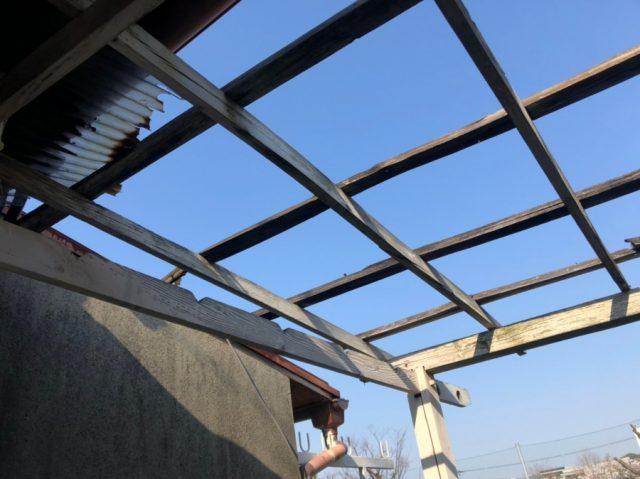 ベランダの屋根が飛んだ