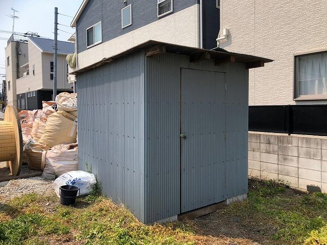 トタンの小屋