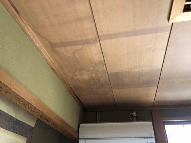 八尾市で天井にシミができているので雨漏り調査をしました