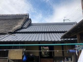 茅葺きと瓦屋根