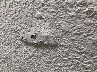 塗膜の浮きと穴