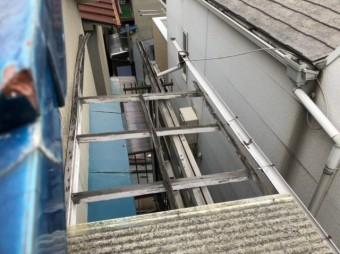 ベランダの屋根破損
