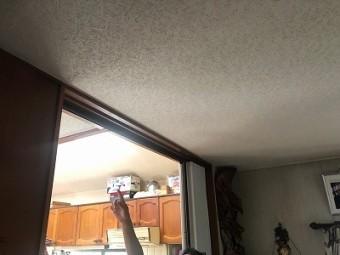 天井に雨漏り