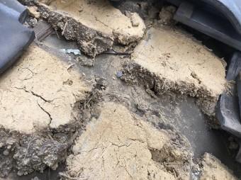 土の流れた跡