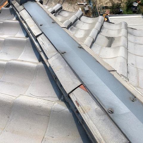 八尾市で板金で補修した棟の詰み直しと漆喰の取り直し工事