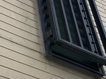 窓周りにシール