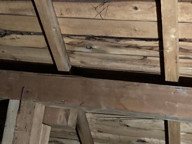 屋根裏のシミ