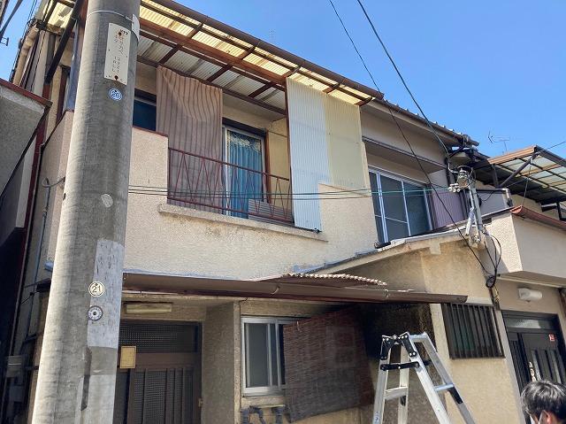 八尾市で屋根葺き替え外壁塗装工事足場組立前に波板撤去