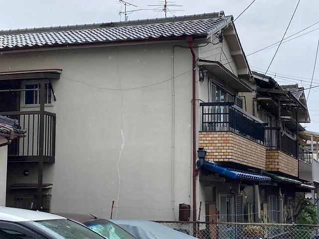 八尾市で屋根修理アンテナが倒れ割れた瓦の差しかえ