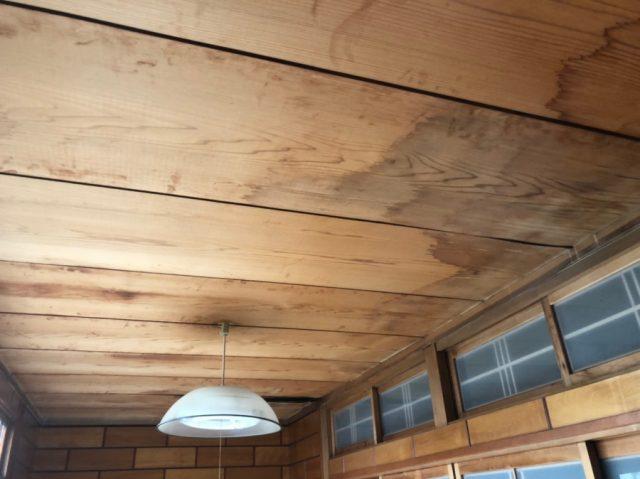 八尾市で雨漏り工事後に天井のリフォームをしました