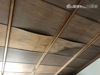 部屋内の天井