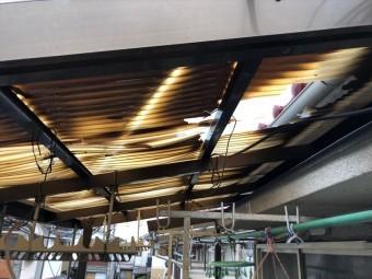 台風被害で割れた波板
