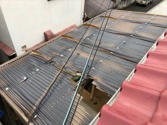 台風21号の被害で破損した波板