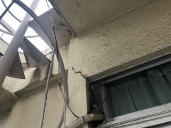 外壁に大きなヒビ
