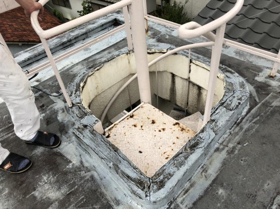 階段のモルタルにヒビ