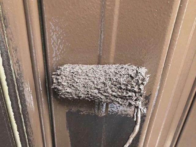八尾市で雨戸や樋、波板の骨組み等付帯部分の塗装を行いました