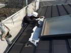 屋根に上る