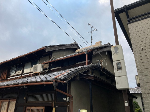 屋根が垂れている