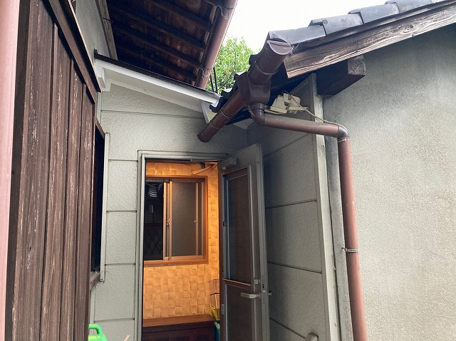 八尾市雨漏り調査瓦屋根のズレによる隙間