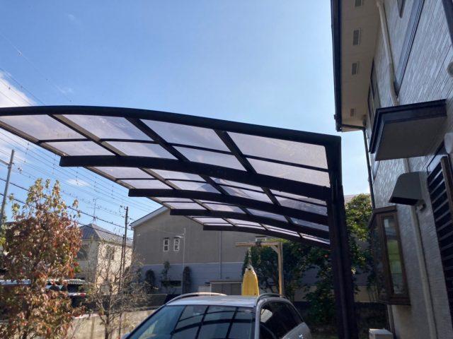 八尾市でガレージの屋根に一部穴が開いたので保険で修理