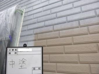 八尾市外壁塗装、中塗り