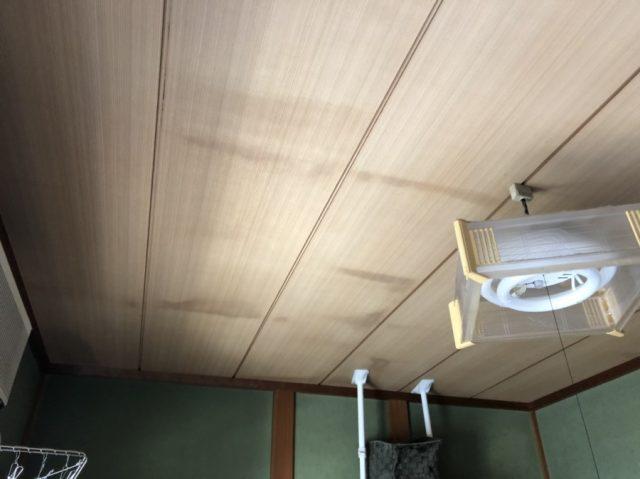 室内天井に染み