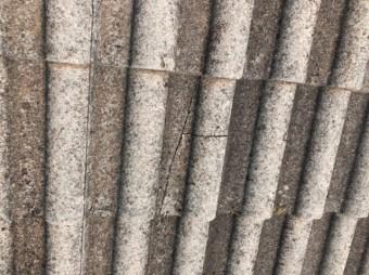 モニエル瓦のひび割れ部分